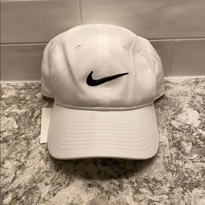 {Nike} white women's baseball hat